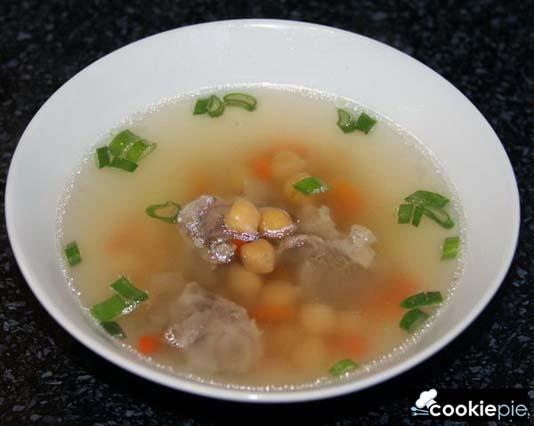 Суп с нутом на бараньем бульоне