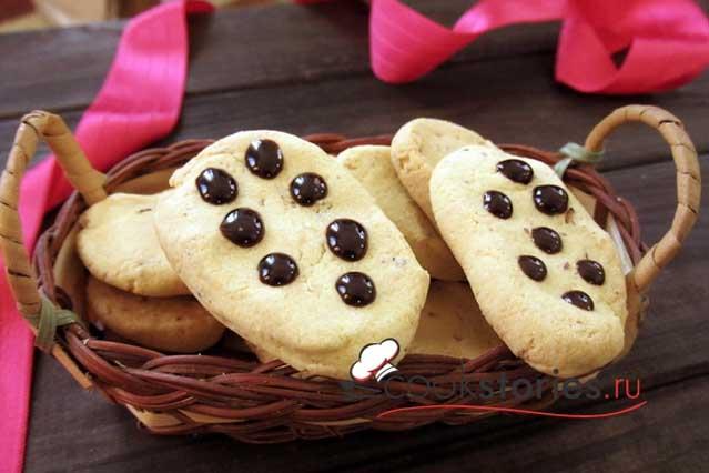 Печенье из кукурузной муки с орехами
